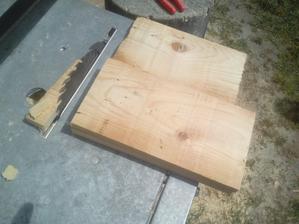 Potrebujeme trochu zvaškov dreva, pekné počasie a dobrý nápad. :o)