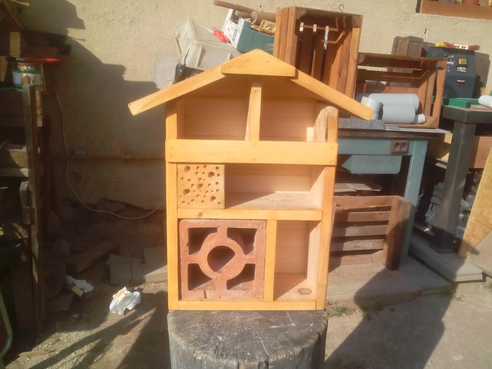 """Ešte raz niečo zo zbytkov dreva - Už s to začína podobať na to, čo som chcel vytvoriť. Áno... """"hotel"""" pre hmyz. :o) Zajtra tomu dám už definitívnu podobu. :o)"""