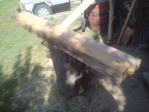 Dnes som sa venoval trochu práci s drevom. K Tehlovej stene idem vyrobiť pergolu s lavičkou - ako inakšie - zo zvyškov dreva.