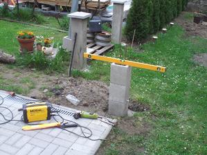Dnes som pokračoval v stavaní posledného stĺpika.