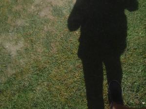 To som sa neopálil takto do čierna na dnešnom slnku - to je len môj tieň. :o)