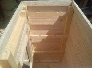 Hore po obvode musím spraviť základný rám pre konštrukciu strechy.