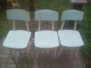 Až neskutočne rýchlo si našli stoličky novú majiteľku. Už sú preč... :o)