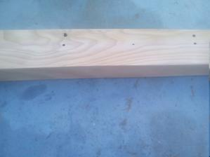 Namorené drevo som vyšmirgľoval pásovou brúskou.