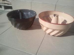 Sú trochu pootĺkané, ale svojmu účelu určite ešte poslúžia. Okrem toho som doniesol kopec keramiky, ktorú som ani odfotiť nestačil, lebo si ju susedia rozobrali. :o)