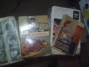 Kuchárske knihy a zbierky receptov od babičky a mojej mamy. :o)