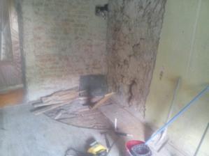 Keď som prišiel, kachľová pec už bola rozobratá a vynesená z domu, omietka zo stien otlčená a na mňa ostalo vyrezať štvrťkruh do drevenej podlahy.