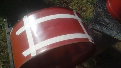 Zakrývacou páskou naznačený otvor na dvierka.