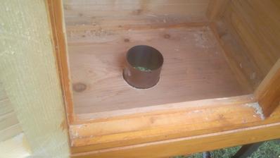 Aj druhá kapsula pasuje do otvoru celkom presne, ešte ju bude treba do otvodu zalepiť, ale to až keď bude trochu teplejšie.