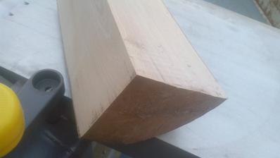 Škoda krásneho 5 rokov sušeného bukového dreva. Ale aspoň som si nahobľoval zopár hranolov a aj na údenie bude.