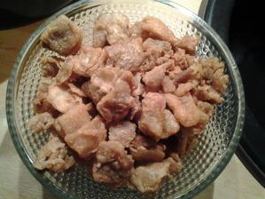 A za dobre vykonanú prácu (vrátanie poumývania riadu) si zaslúžim teplé škvarky s čerstvým chlebom. :o)