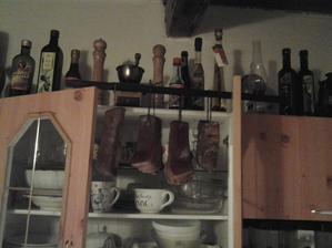 Pár hodin nechám slaniny preschnúť v kuchyni a potom pôjdu do zimy. :-)