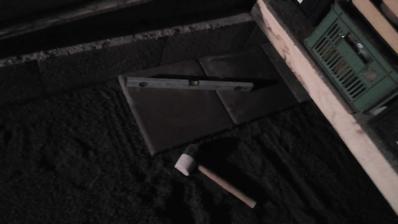 Začínam ukladať prvé kusy dlažby