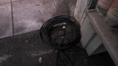 Kábel pre ventilátory som pretlačil na šťastie bez problémov cez chráničku...