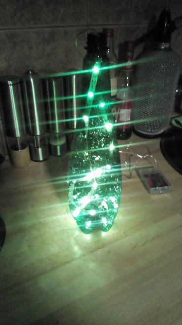 Takto svieti pri zapnutom osvetlení v miestnosti. Toto je len jeden príklad využitia, nápadom sa medze nekladú. :o)