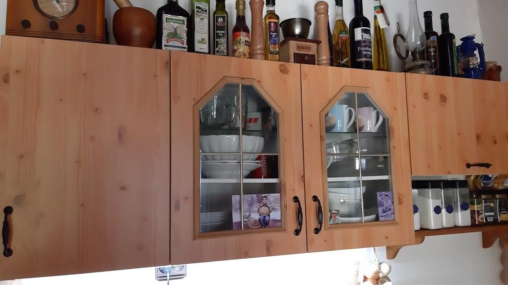 Nábytkové kovanie z Aliexpressu - A takto vyzerajú nové madlá na horných skrinkách kuchynskej linky.