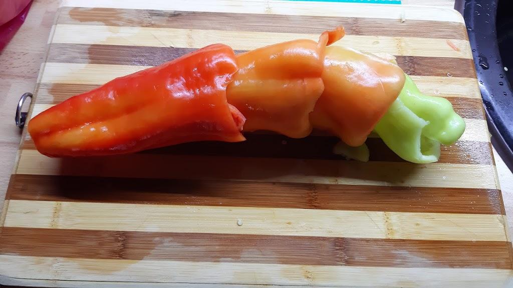 Farby jesene - Pre toho, kto nepozná a nepoužíva - malý zlepšovák na zrýchlenie krájania papriky. :o)