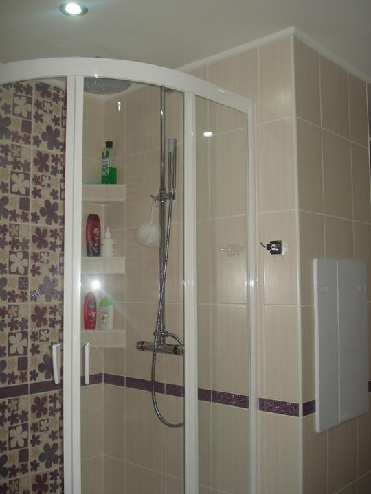 Byt vo V.K. okres Michalovce - prerabka leto 2011 - sprchovací kút, suuuuper vec