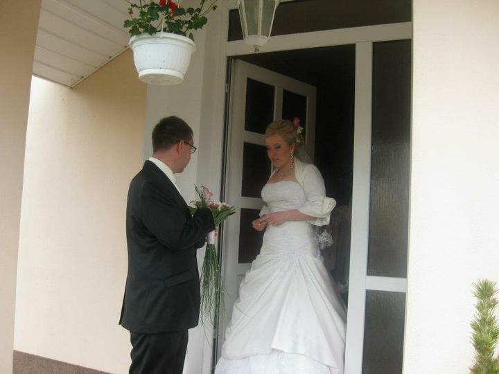 Petra Oprendekova{{_AND_}}Julius Domonkos - pred fotenim ... prvy kontakt v svadobny den :-)