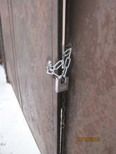 A pěkně jsme si zamkli vrata novým zámkem :-)