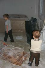 Obývací pokoj ... snad , někde pod tím bordelem ;-)