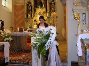 Tu trošku vidieť výzdobu v kostole
