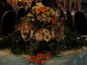 Naše svadobné poháriky spolu s darčekom pre svadobčanov