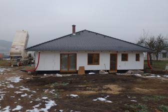 Domeček připravený na zimu - zatepleno a zalité podlahy :-)