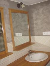 Takto dopadlo moje malovanie kúpelne, prvá návšteva poznamenala: Kúpelňa ešte iba omietnutá, ale nevadí:-) Asi nepochopili môj zámer:-)))))