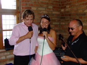 Novomanzelske karaoke solo... Kde jsi vcera byl a skym?....