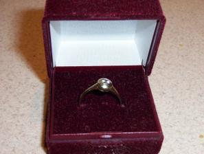 tak v této krabičce jsem dostala zásnubní prstýnek :)