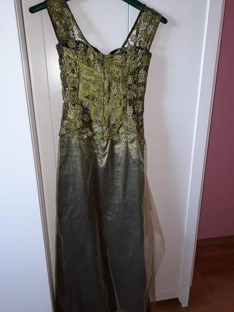 Olivovozelené spoločenské šaty - Obrázok č. 3