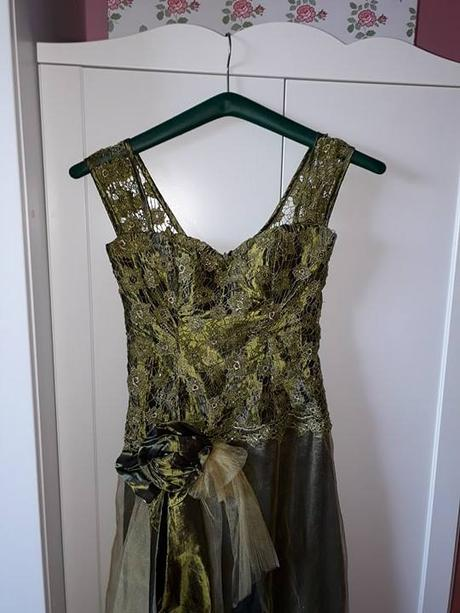 Olivovozelené spoločenské šaty - Obrázok č. 4