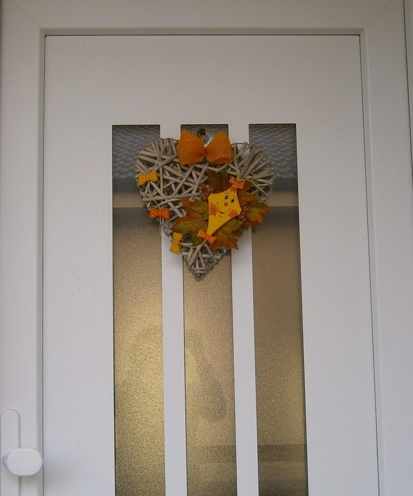Detaily nášho interiéru  a  exteriéru - Jeseň u nás pred dverami