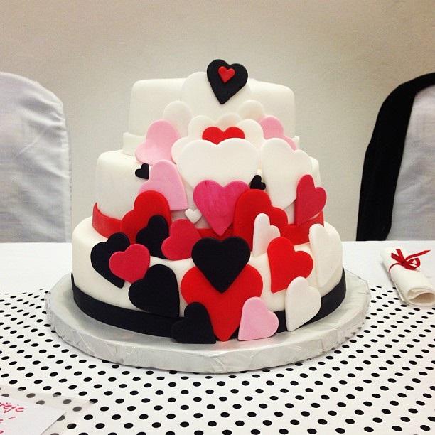 Makéta{{_AND_}}Fanda - vynikající dort s dvoubarevnou náplní na přání :-)