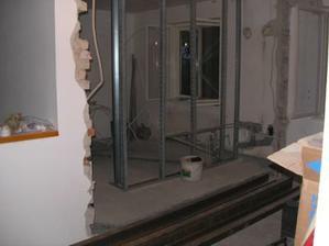 nová stena...medzi kuchyňou a kúpeľňou