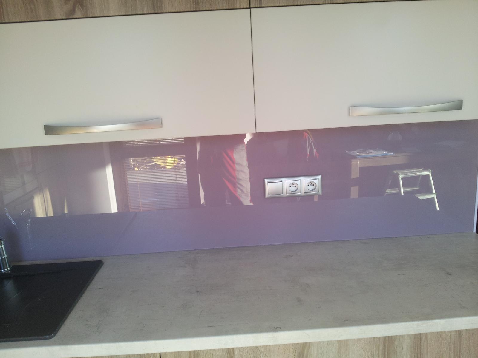 Dodávka a montáž farebnej kalenej sklenenej zásteny - Obrázok č. 18