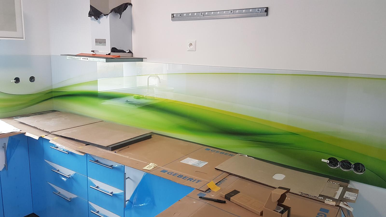 Dodávka a montáž sklenenej zásteny s motívom (Reca). - Obrázok č. 2
