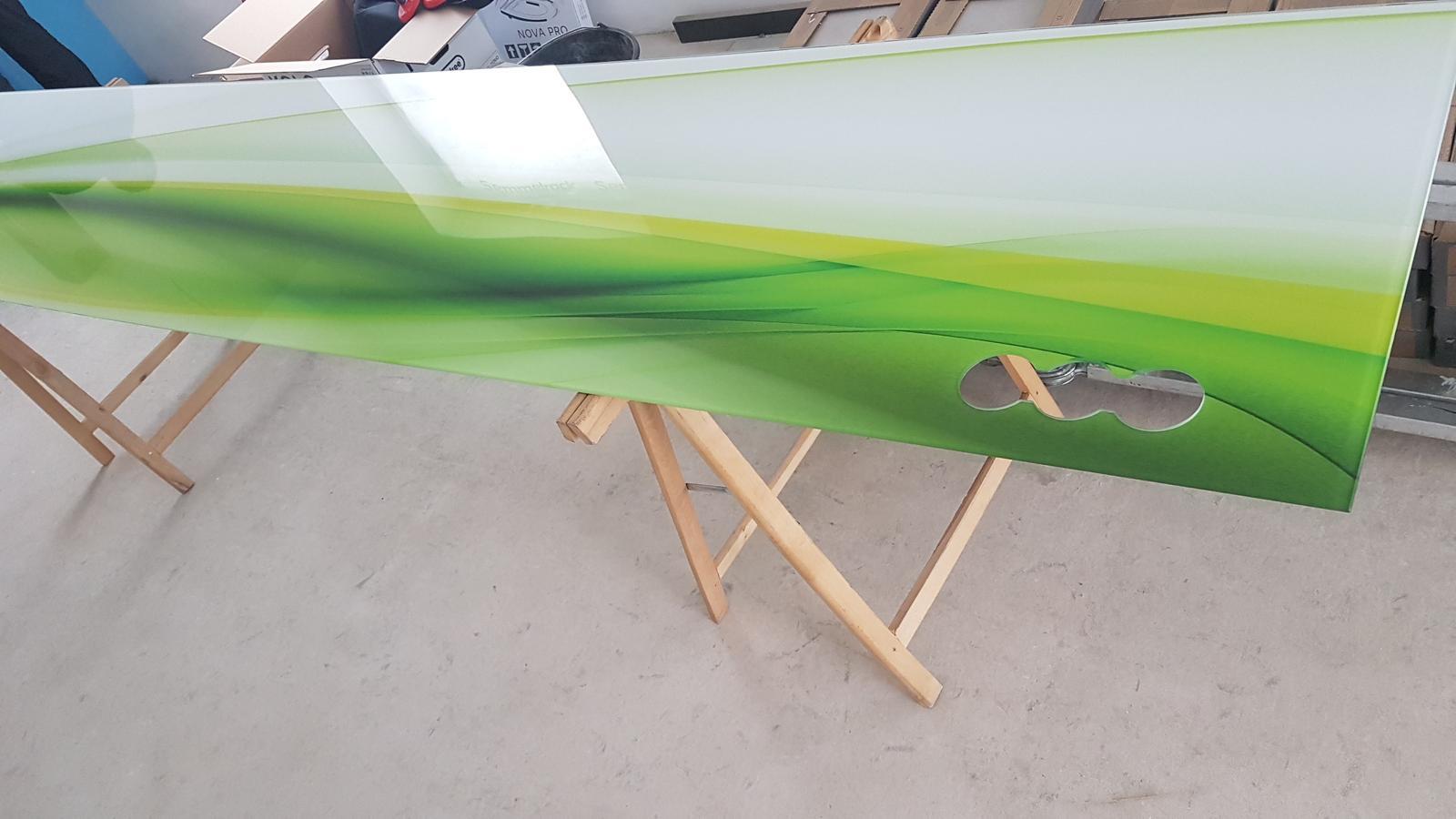 Dodávka a montáž sklenenej zásteny s motívom (Reca). - Obrázok č. 3