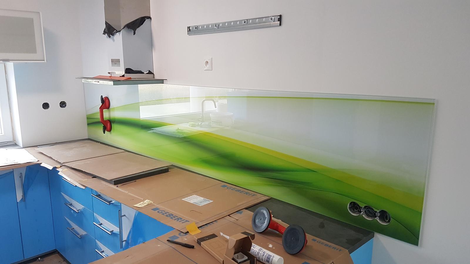 Dodávka a montáž sklenenej zásteny s motívom (Reca). - Obrázok č. 5