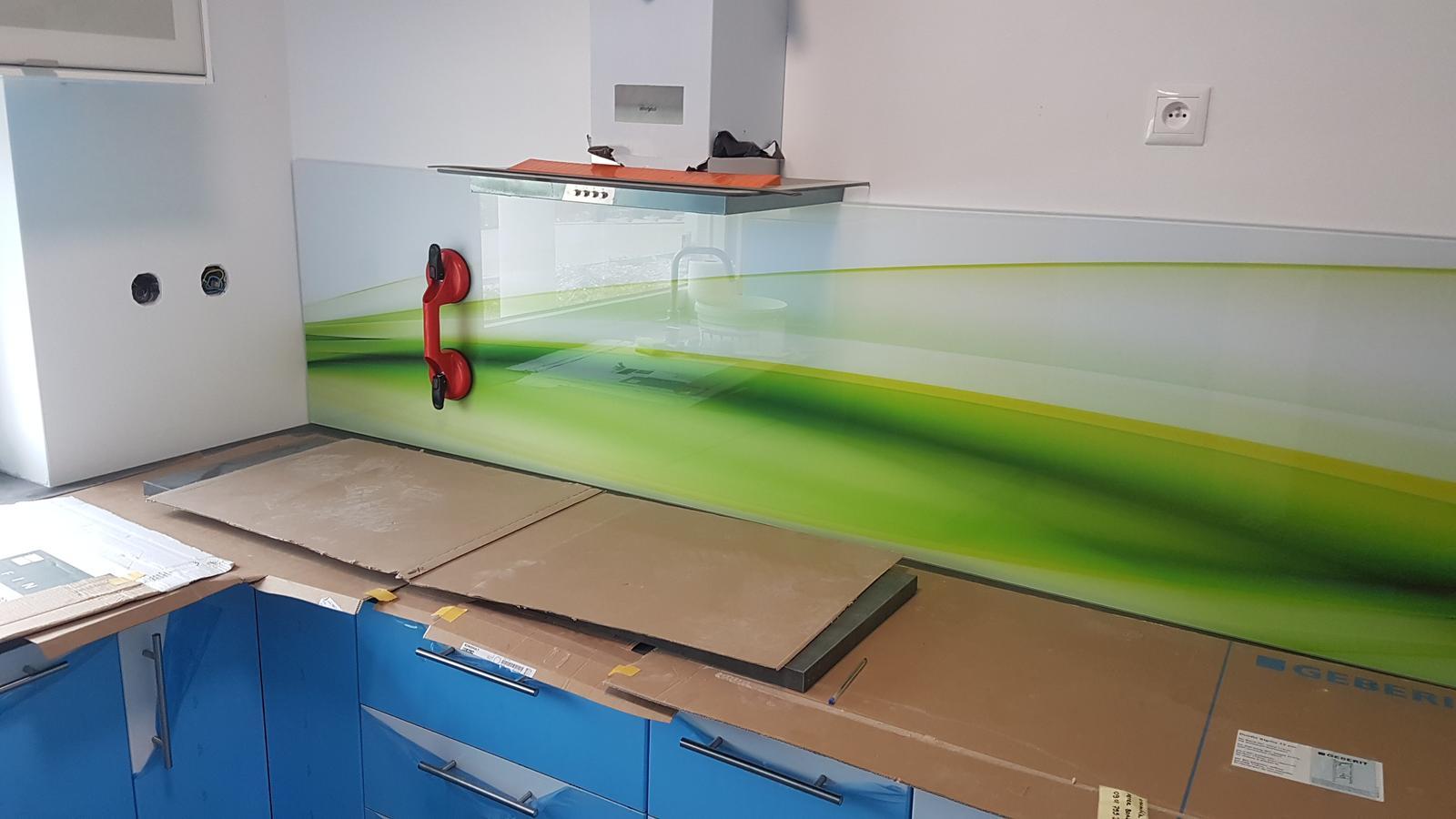 Dodávka a montáž sklenenej zásteny s motívom (Reca). - Obrázok č. 6