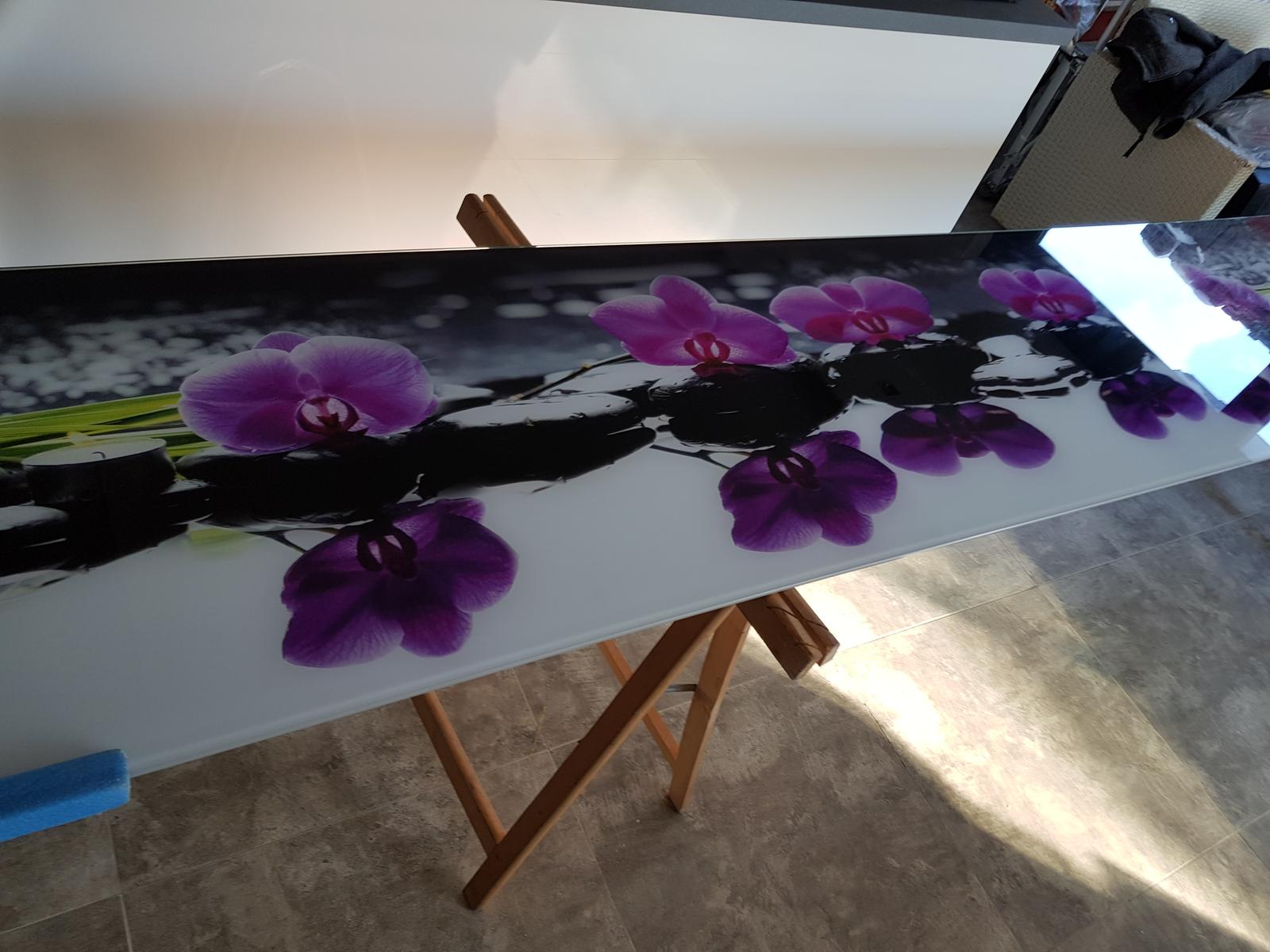 Dodávka a montáž sklenenej zásteny s motívom (Trnava). - Obrázok č. 2