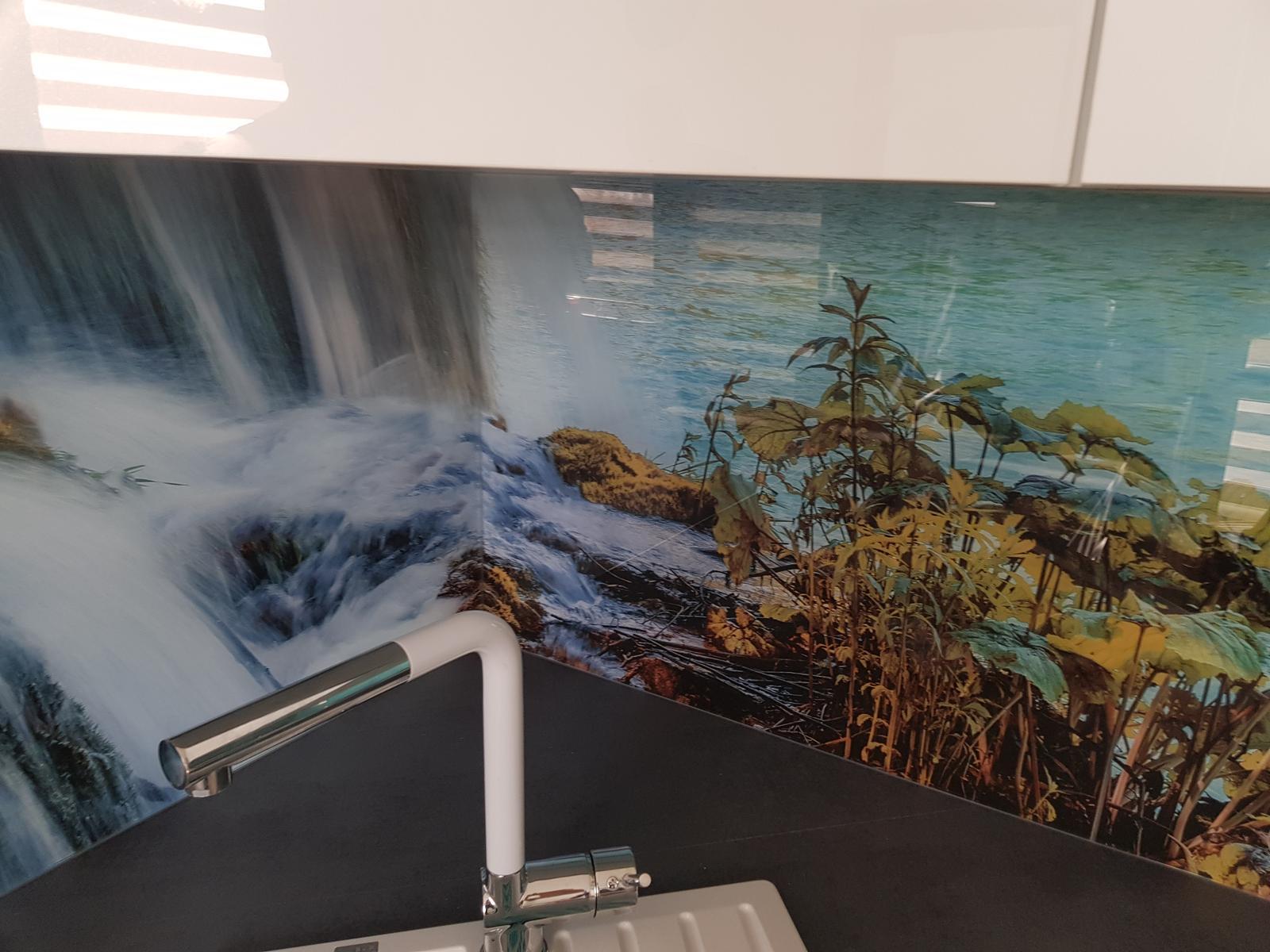 Dodávka a montáž sklenenej zásteny s motívom (Holíč). - Obrázok č. 5