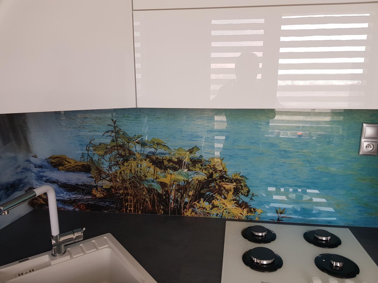 Dodávka a montáž sklenenej zásteny s motívom (Holíč). - Obrázok č. 6
