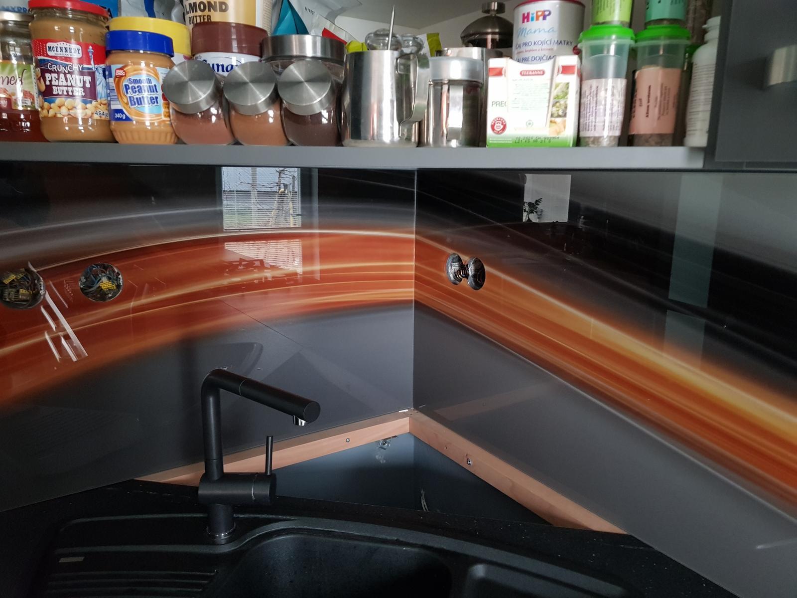 Dodávka a montáž sklenenej zásteny s motívom (Kolta). - Obrázok č. 5