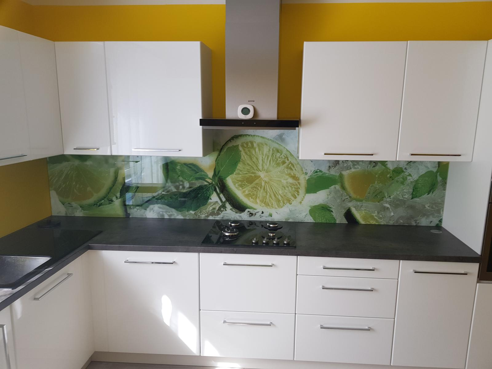 Dodávka a montáž sklenenej zásteny s motívom (Bučany). - Obrázok č. 4