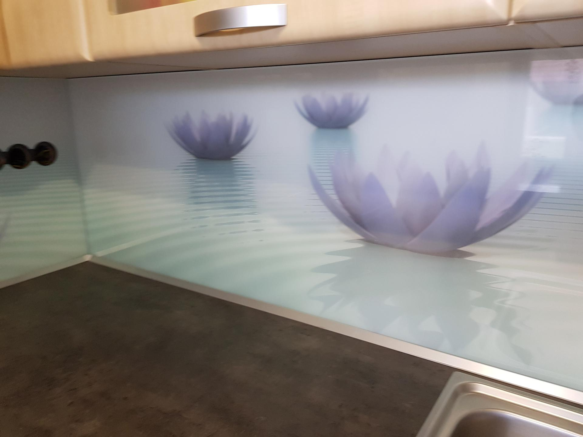 Dodávka a montáž sklenenej zásteny s motívom(Kúty). - Obrázok č. 1