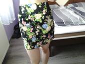 elegantná čierna sukňa s kvetovaným vzorom, L