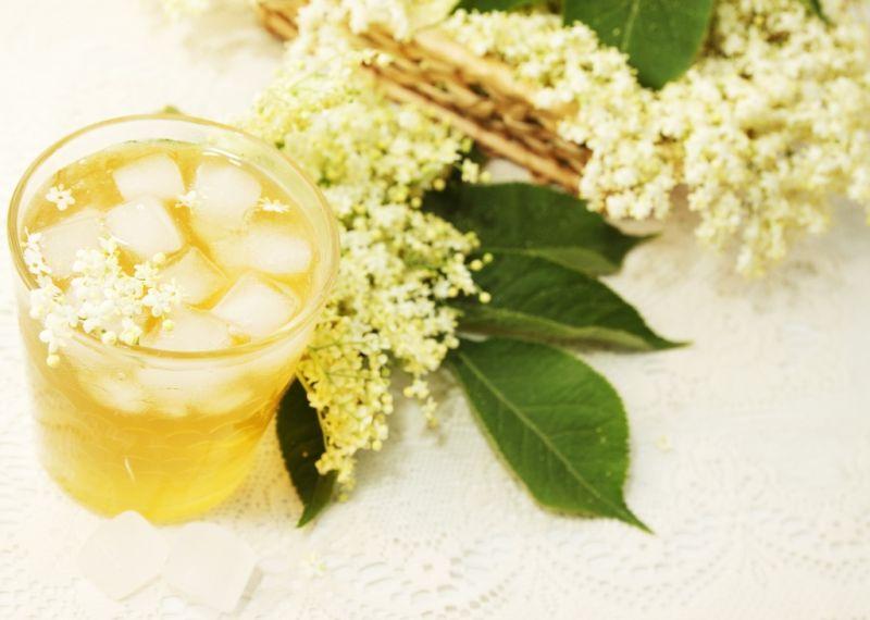 Bylinky a ovocie...receptíky z nich - Bazový sirup aj ako liek