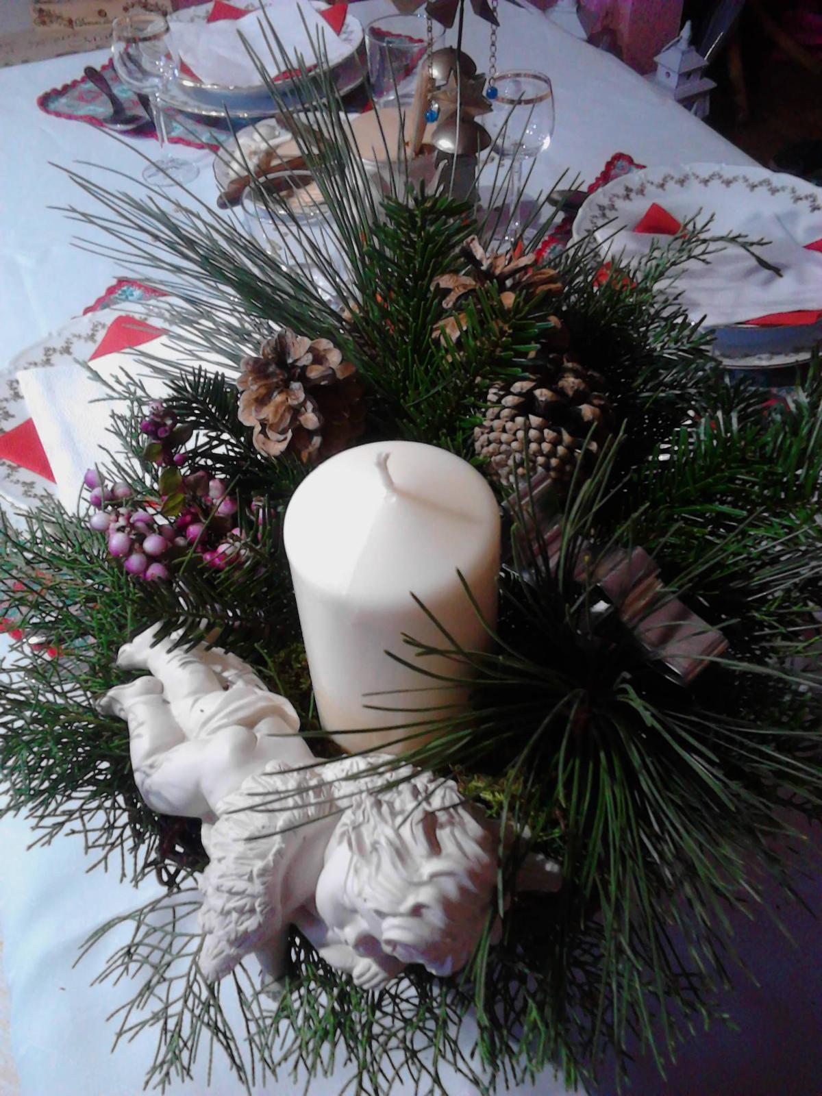 Krásny Štedrý večer prajem všetkým modrostrecháčom :) Véééĺa darčekov pod stromčekom :) - Štedrovečerný svietnik...